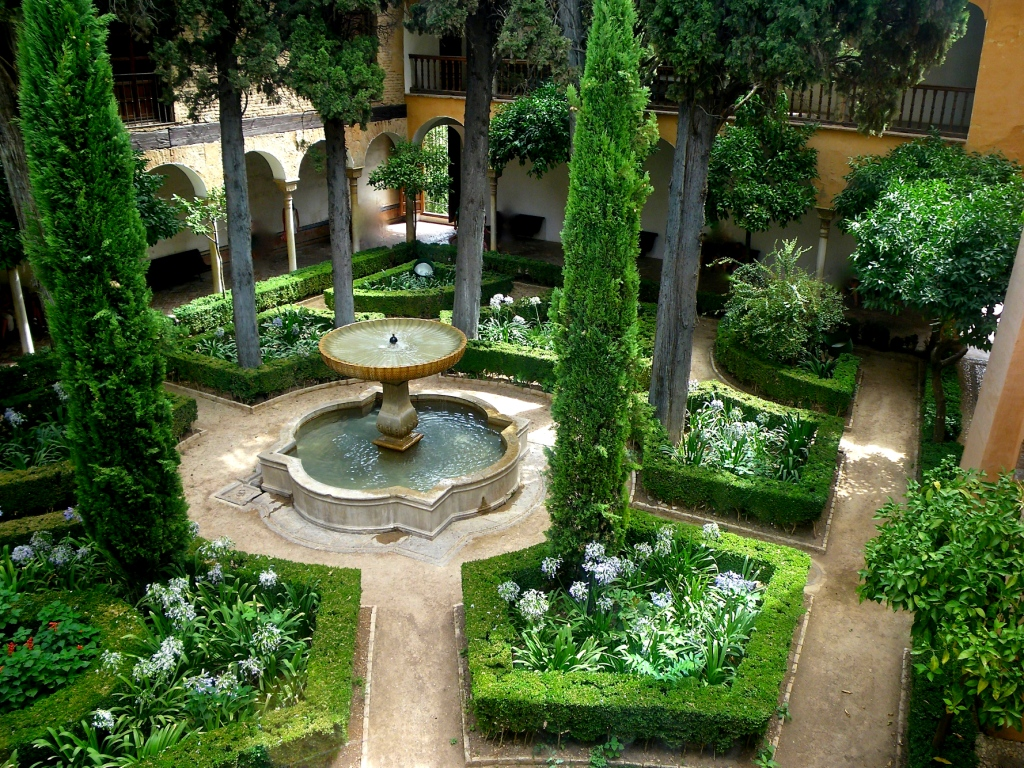 40. A charming patio in the Alhambra Text 7 Granada